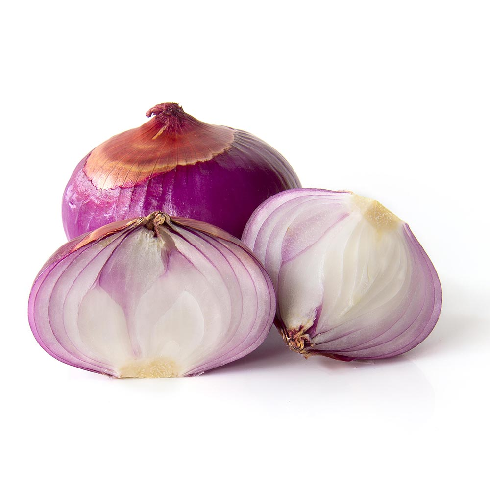 CEBOLLA FIGUERAS close up sliced half red onion isolated on white background 1000p